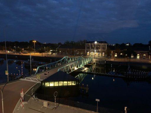 Afbeelding #000 voor het verhaal De nieuwe verlichting van de Stationsbrug in Middelburg