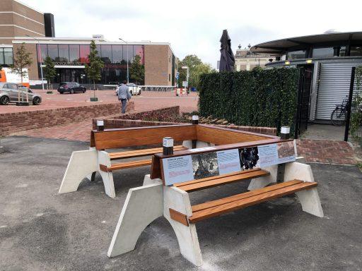 Afbeelding #000 voor het verhaal De tiende en laatste Zeeuwse Klapbank onthuld in Park Molenwater in Middelburg