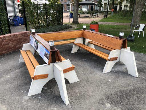 Afbeelding #004 voor het verhaal De tiende en laatste Zeeuwse Klapbank onthuld in Park Molenwater in Middelburg