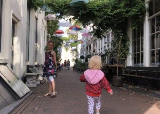 Afbeelding #000 voor het verhaal De Zeeuwse Zusjes: 10 redenen om naar Middelburg te gaan