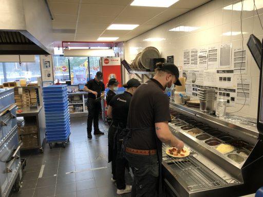 Afbeelding #011 voor het verhaal Een kijkje in de keuken van Domino's Pizza Middelburg