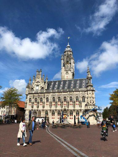 Afbeelding #000 voor het verhaal Een scherm op en om het Stadhuis van Middelburg