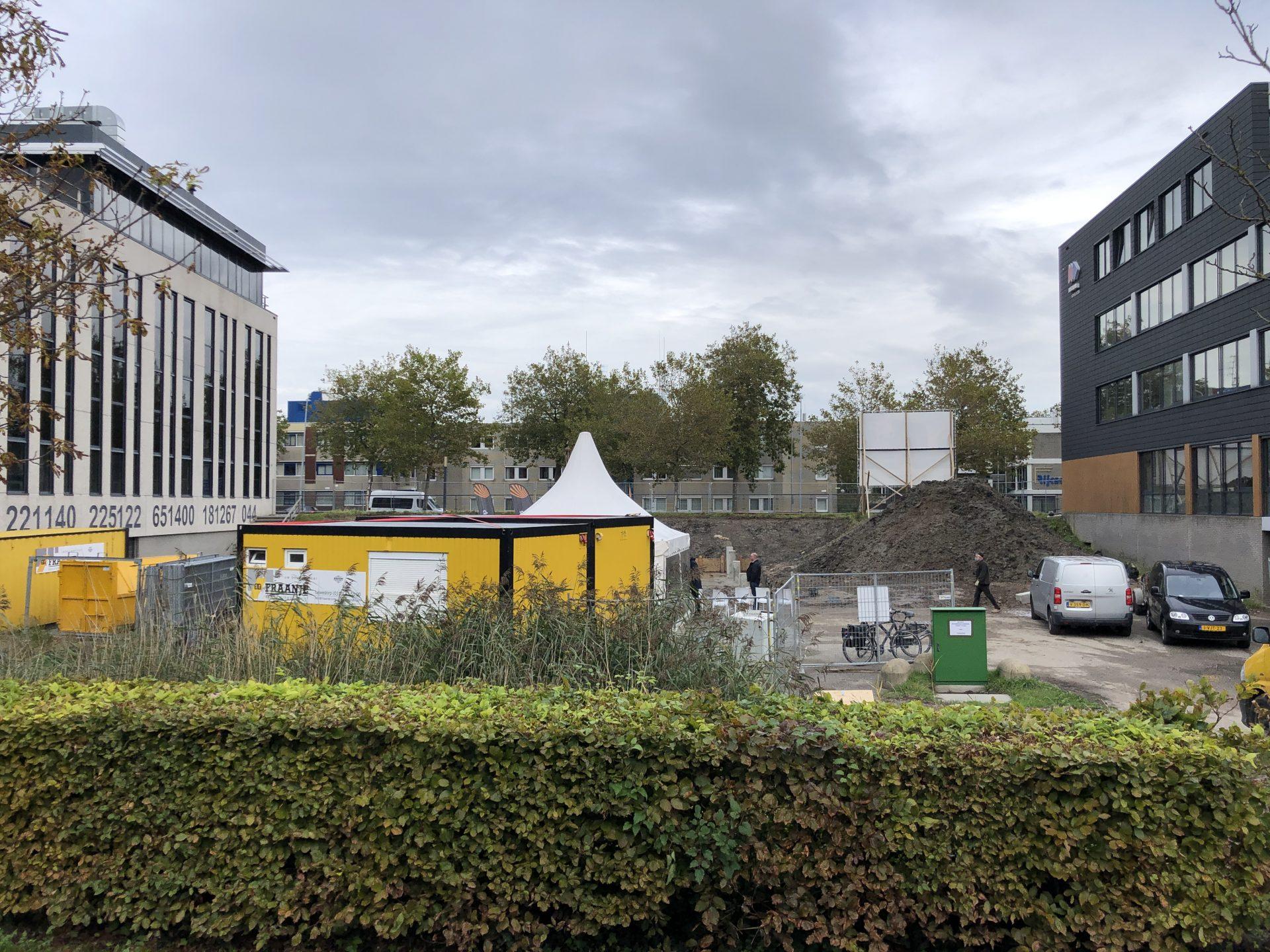 Afbeelding #018 voor het verhaal Wasschappelse Heiploeg slaat eerste paal De Zeeuwse Verzekeringen in Middelburg