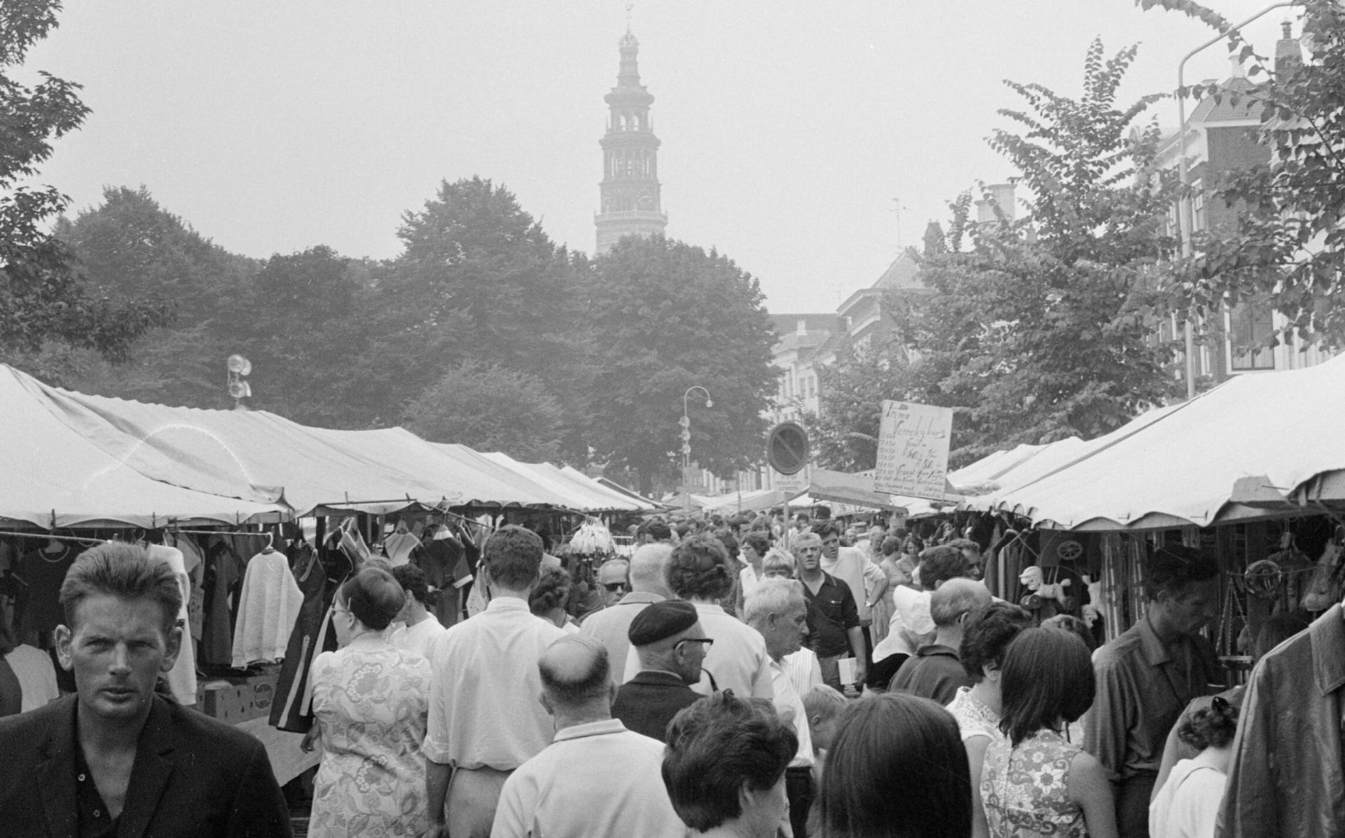 Afbeelding #000 voor het verhaal 50 jaar geleden: drukte op de Middelburgse Weekmarkt en Kermis
