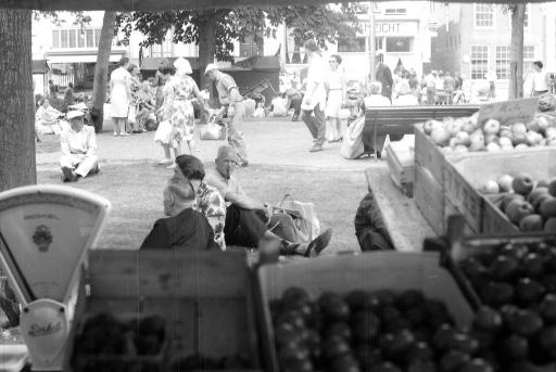 Afbeelding #002 voor het verhaal 50 jaar geleden: drukte op de Middelburgse Weekmarkt en Kermis
