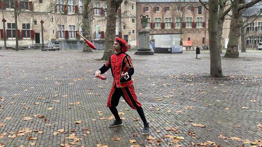 Afbeelding #000 voor het verhaal Ezra Veldman: jongleerpiet op het Abdijplein