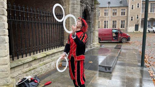 Afbeelding #003 voor het verhaal Ezra Veldman: jongleerpiet op het Abdijplein