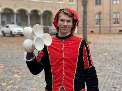 Afbeelding #004 voor het verhaal Ezra Veldman: jongleerpiet op het Abdijplein