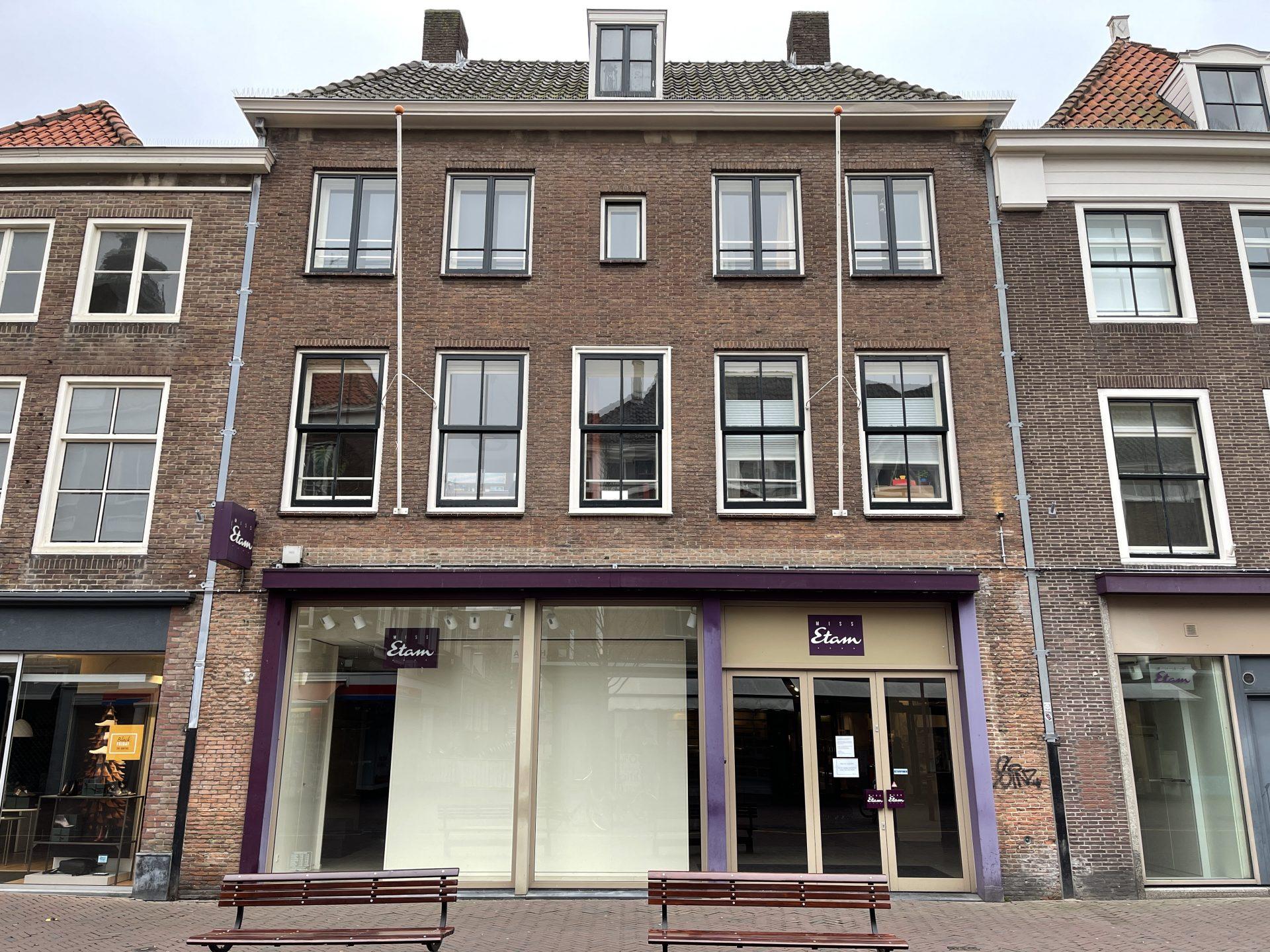 Afbeelding #000 voor het verhaal Miss Etam Middelburg sluit definitief, na 41 jaar