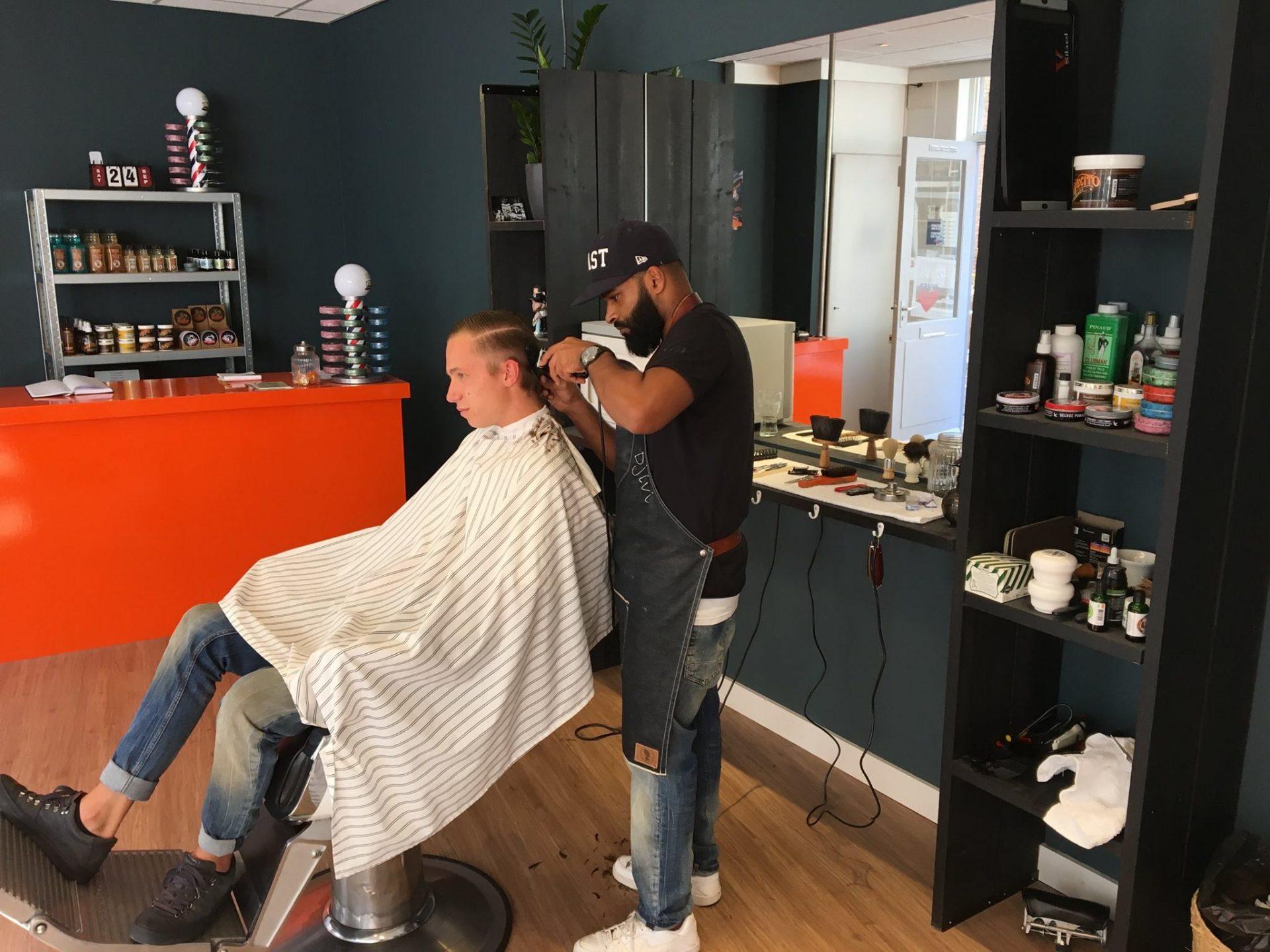 Afbeelding #000 voor het verhaal Barber Djivi is heropend in de Korte Geere in Middelburg