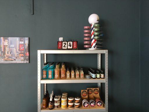 Afbeelding #004 voor het verhaal Barber Djivi is heropend in de Korte Geere in Middelburg