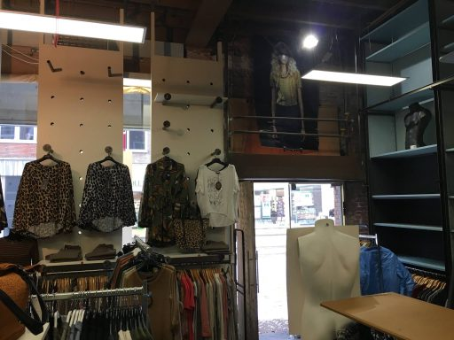 Afbeelding #004 voor het verhaal BB Jeans stopt in de Lange Delft in Middelburg