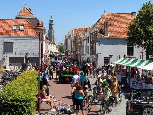 Afbeelding #000 voor het verhaal Bij de braderie van Terre des Hommes Middelburg