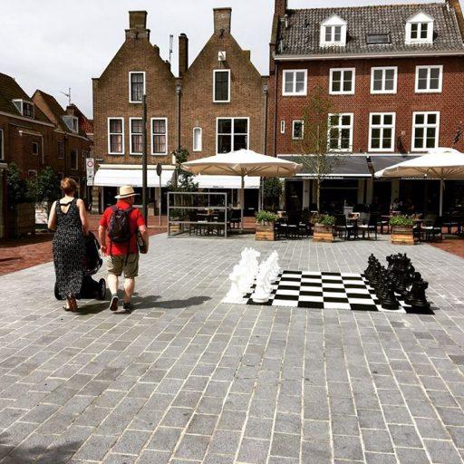 Afbeelding #000 voor het verhaal Blij worden van een schaakspel op Plein 1940
