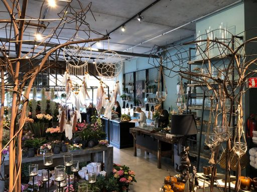 Afbeelding #001 voor het verhaal Bloemenwinkel Prima Flora feestelijk heropend in De Veersche Poort