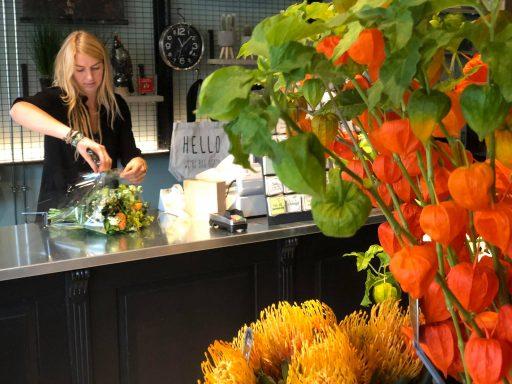 Afbeelding #004 voor het verhaal Bloemenwinkel Prima Flora feestelijk heropend in De Veersche Poort