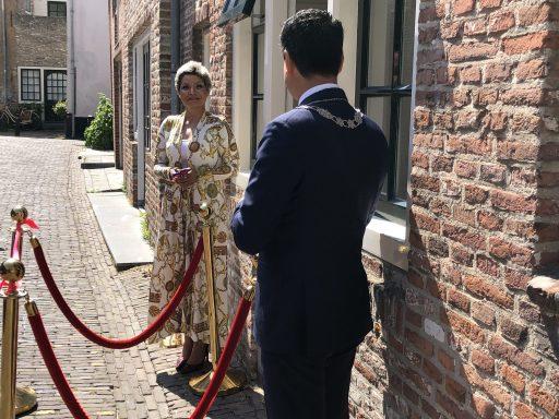Afbeelding #001 voor het verhaal Burgemeester Bergmann heropent Azar Beauty in de Simpelhuisstraat in Middelburg