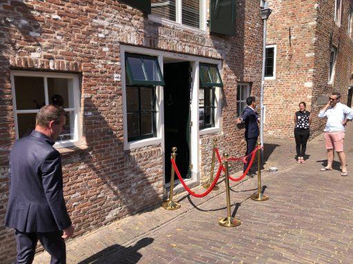 Afbeelding #003 voor het verhaal Burgemeester Bergmann heropent Azar Beauty in de Simpelhuisstraat in Middelburg
