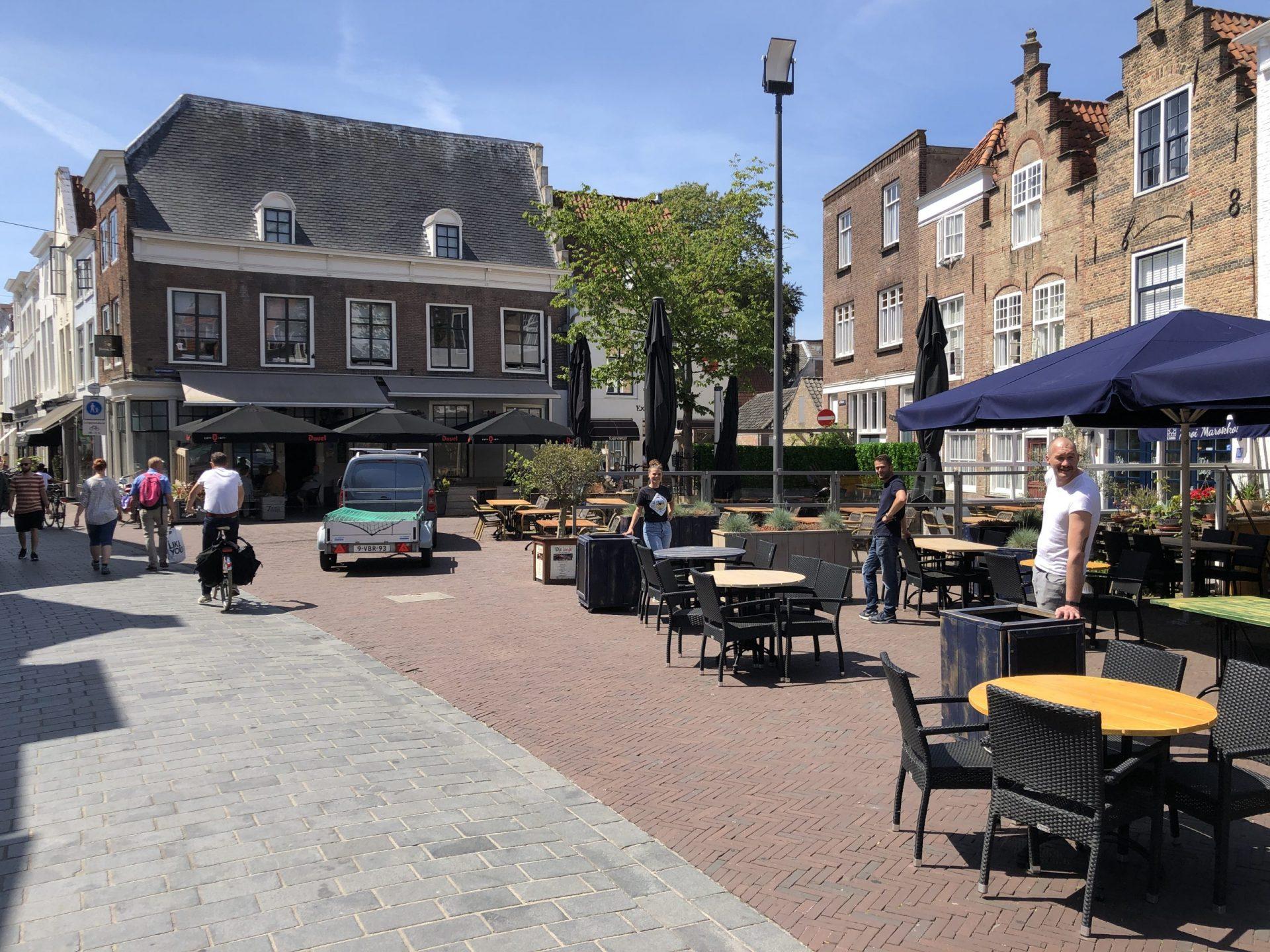 Afbeelding #000 voor het verhaal B&W Middelburg stemt in met leeuwendeel van terrasplannen en -verzoeken Horeca
