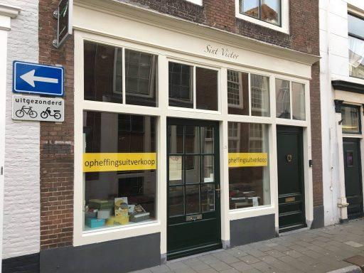 Afbeelding #000 voor het verhaal Comfort Shoes in de Korte Noordstraat: de winkel sluit, maar de praktijk niet