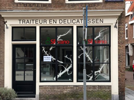 Afbeelding #000 voor het verhaal Da Silvano concentreert winkel in passage; Korte Geere 1 te huur