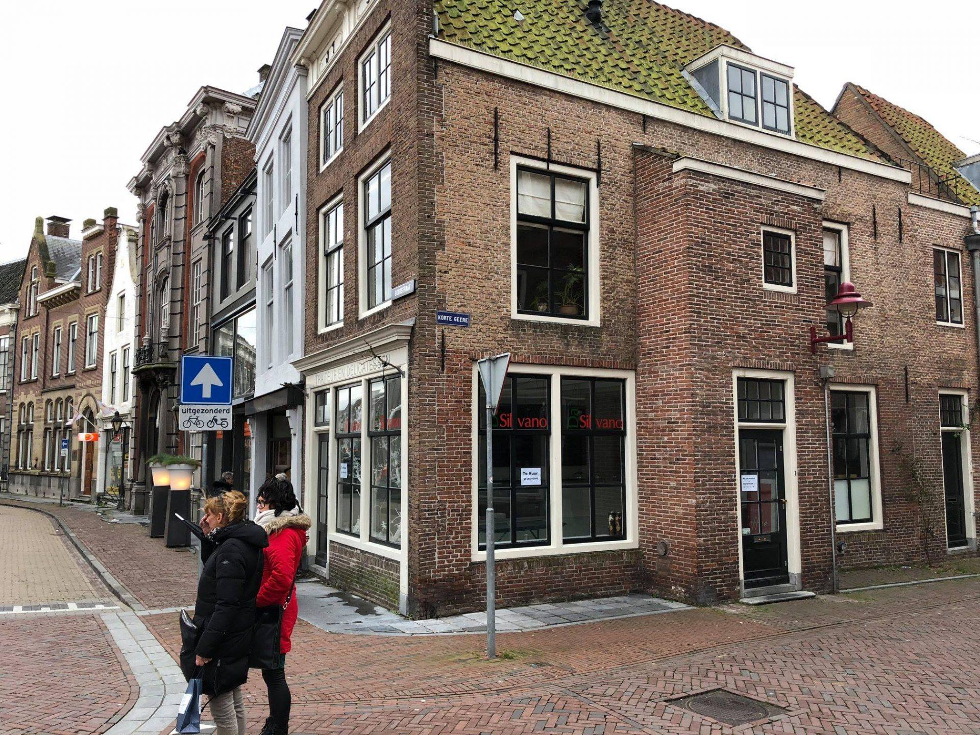 Afbeelding #001 voor het verhaal Da Silvano concentreert winkel in passage; Korte Geere 1 te huur