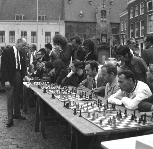Afbeelding #002 voor het verhaal Damplein Middelburg 1971-1972