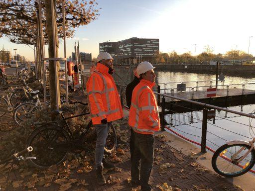 Afbeelding #001 voor het verhaal De aanbrug van de Stationsbrug ligt weer op z'n plek