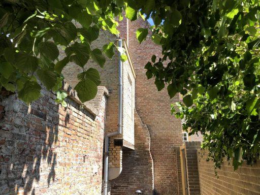 Afbeelding #003 voor het verhaal De achterkant van De Stad: het gangetje tussen de Heren- en Sint Janstraat in Middelburg