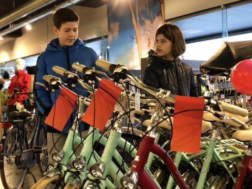 Afbeelding #001 voor het verhaal De goede doelen van de CSW, of hoe Sem Euser fietsen wint