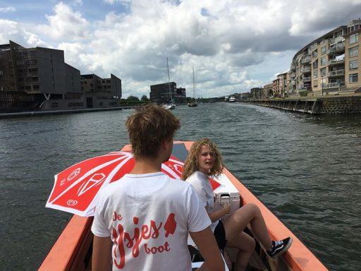 Afbeelding #000 voor het verhaal De IJsjesboot van Hotel De Nieuwe Doelen