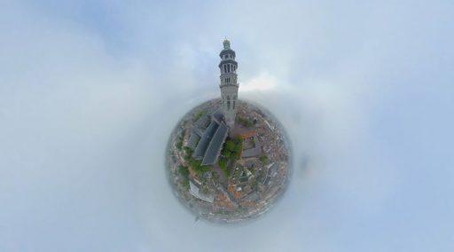 Afbeelding #000 voor het verhaal De Lange Jan, centrum van de wereld