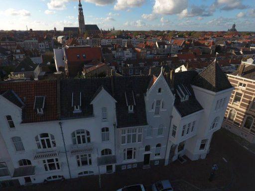 Afbeelding #002 voor het verhaal De Loskade in Middelburg, gezien vanuit een drone