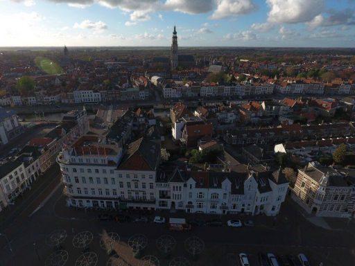 Afbeelding #004 voor het verhaal De Loskade in Middelburg, gezien vanuit een drone
