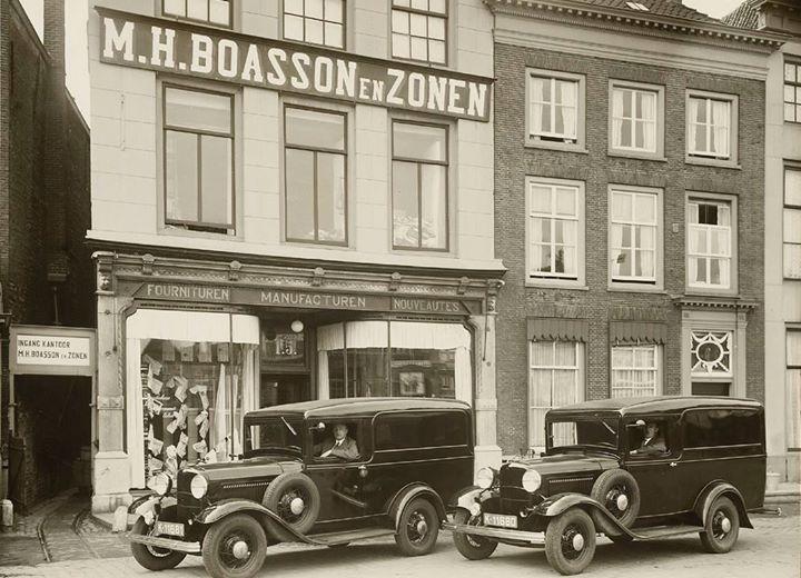 Afbeelding #000 voor het verhaal De Mosterdgang aan de Markt in Middelburg, jaren 20