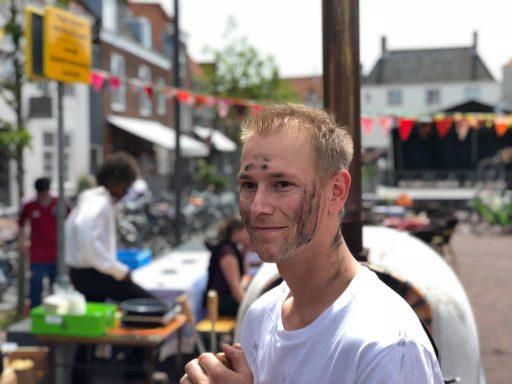Afbeelding #003 voor het verhaal De opbouw van het Buitenfeest op de Markt en Pottenmarkt vandaag