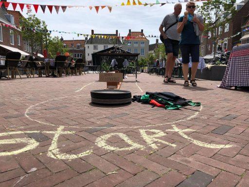 Afbeelding #004 voor het verhaal De opbouw van het Buitenfeest op de Markt en Pottenmarkt vandaag