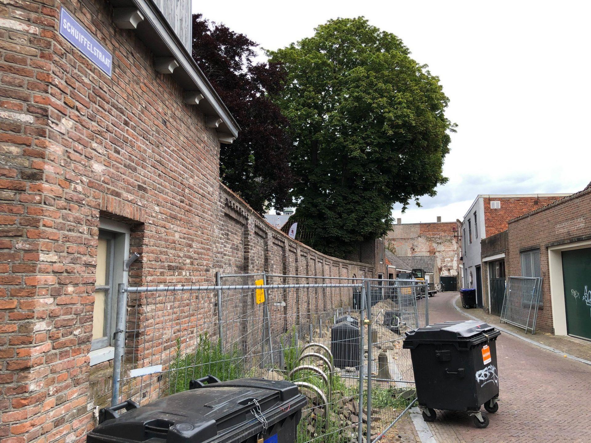 Afbeelding #000 voor het verhaal De restauratie van de tuinmuur van Pand 's-Hertogenbosch in Middelburg