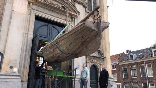 Afbeelding #000 voor het verhaal De Smaek van de Waereld: een bootje de Oostkerk in