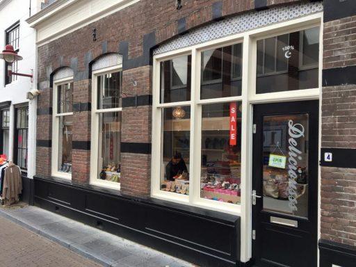 Afbeelding #000 voor het verhaal Deliciousss in de Lange Geere: van broodjes naar schoenen en tassen