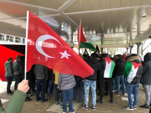 Afbeelding #001 voor het verhaal Demonstreren op het Damplein in Middelburg, 23 december 2017