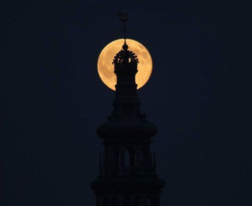 Afbeelding #000 voor het verhaal Die Lange en de maan