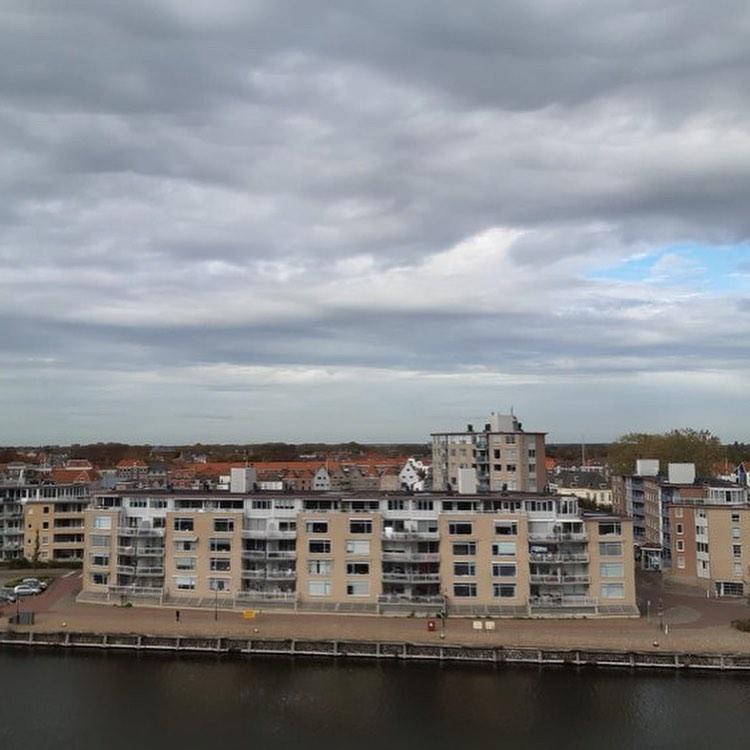 Afbeelding #000 voor het verhaal Donderdag Dakdag: het uitzicht vanaf het Stadskantoor in Middelburg