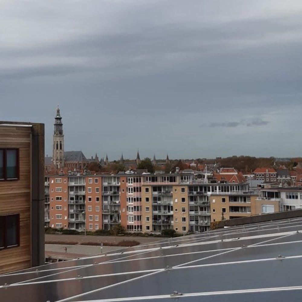 Afbeelding #001 voor het verhaal Donderdag Dakdag: het uitzicht vanaf het Stadskantoor in Middelburg