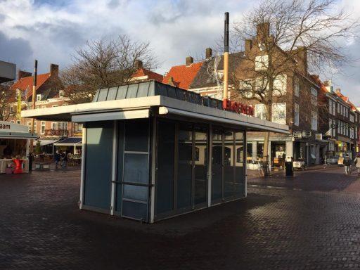 Afbeelding #000 voor het verhaal Droevig: de bloemenkiosk op de Markt in Middelburg is failliet