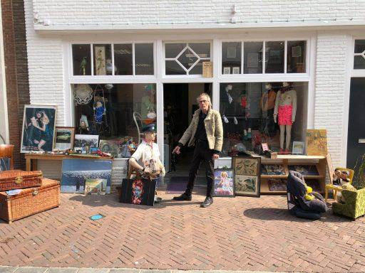 Afbeelding #001 voor het verhaal Een late kennismaking met Paradijsvogels in de Gravenstraat