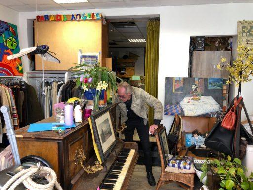 Afbeelding #004 voor het verhaal Een late kennismaking met Paradijsvogels in de Gravenstraat