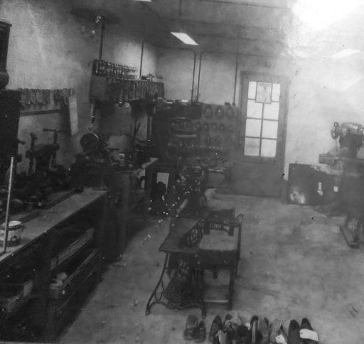Afbeelding #000 voor het verhaal Een Middelburgse schoenmakerij van weleer?