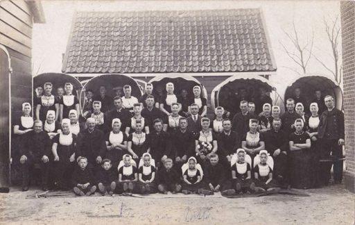 Afbeelding #000 voor het verhaal Een mooi groepsportret, maar is het in Middelburg?