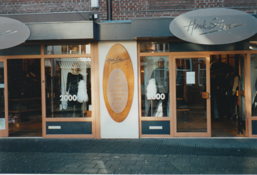 Afbeelding #003 voor het verhaal Een terugblik op 40 jaar Henk Sies Mode in Middelburg
